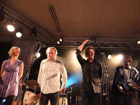 Blåmann Blåmann. Odd Nordstoga si tidligare folkemusikkgruppe, her med Silje Hegg, Asgaut H. Bakken og Solo Cissohoko.